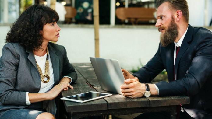 Hartnäckige Kunden? 4 Strategien, die du durchschauen solltest