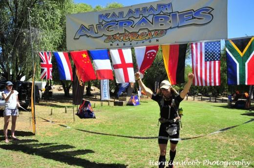 Norman Bücher überquert Ziellinie beim Kalahari Augrabies Extreme Marathon