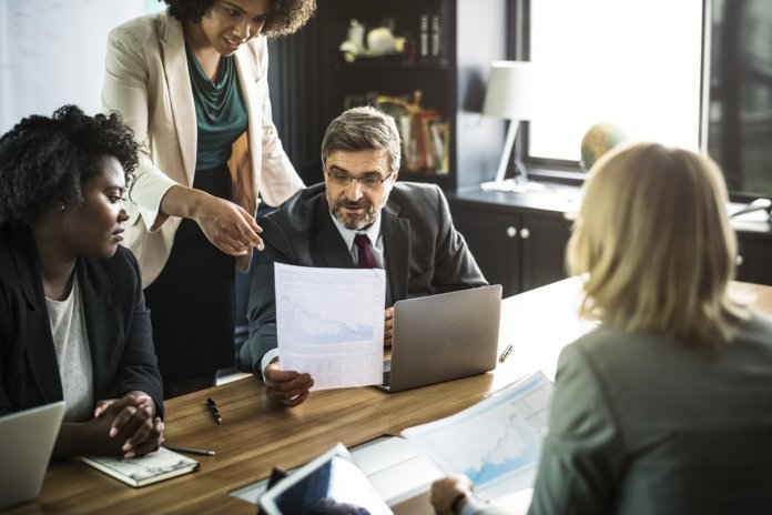 Betriebsübergang: So informierst du deine Mitarbeiter korrekt