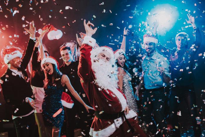 Diese 12 Kollegen-Typen triffst du auf jeder Weihnachtsfeier!