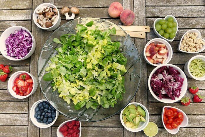Fit im Büro & unterwegs: 7 Buchtipps für gesundes Essen