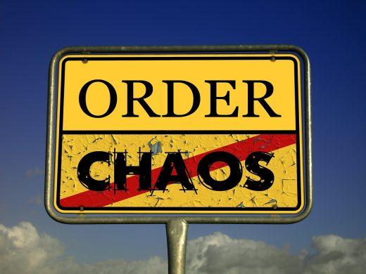 Chaos im Kopf? Warum Ordnung im Büro so wichtig ist