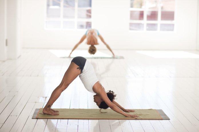 Business Yoga 10 Übungen gegen Beschwerden