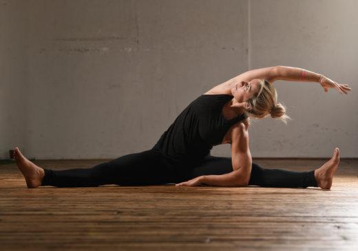 Business Yoga: die Grätsche
