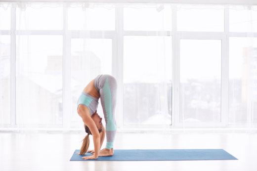 Business Yoga: die stehende Vorwärtsbeuge