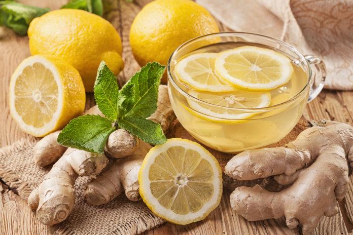 Fit fürs Büro: Warmes Wasser mit Zitrone und Ingwer