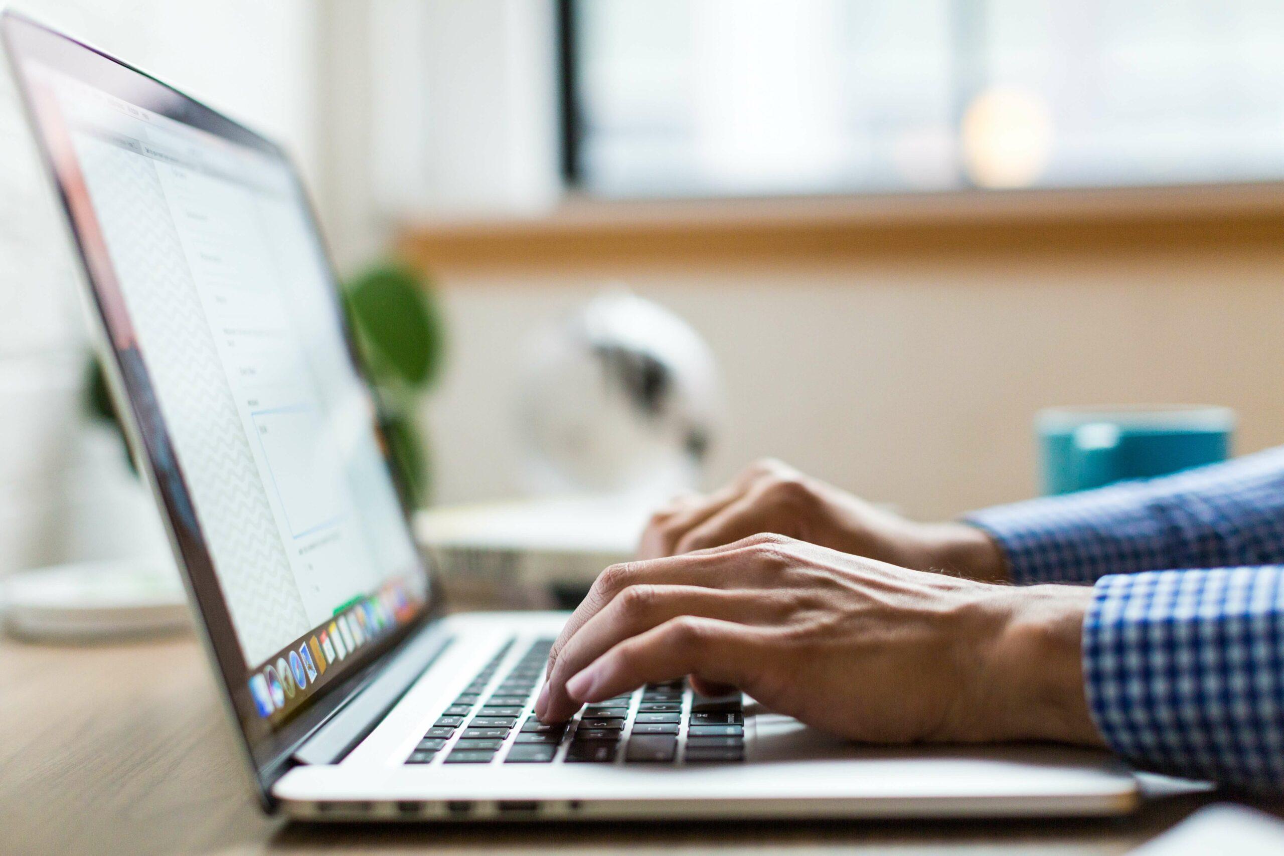Dürfen E-Mails im Urlaub weitergeleitet werden?