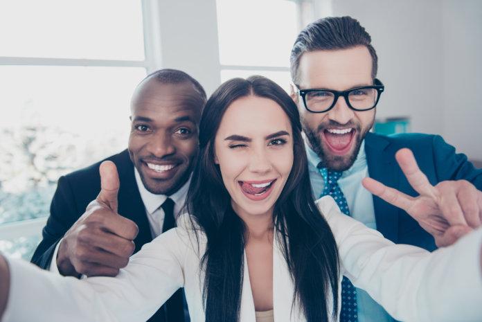 Kollegenliebe: 8 Anzeichen dafür, dass du ein tolles Team hast