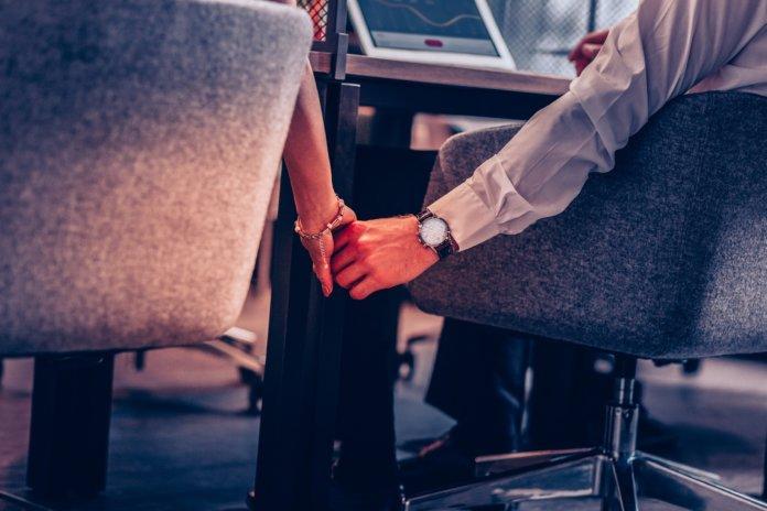 Liebe am Arbeitsplatz: Was tun?