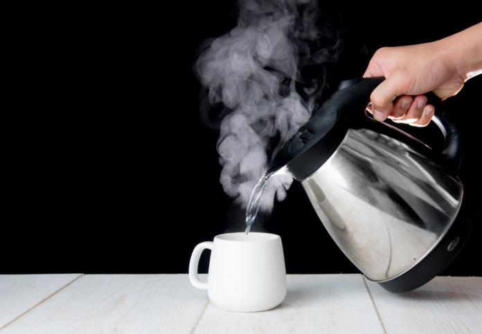 Wasserkocher in der Büroküche: Darf ich Wasser mehrmals erhitzen?