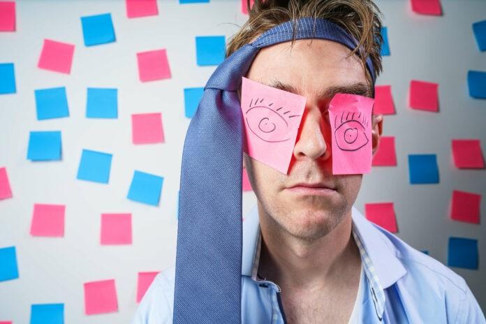 Heikle Situationen mit Humor lösen: 4 Methoden