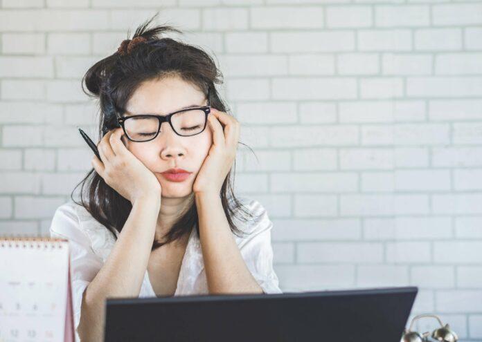 Schlafentzug: So beeinträchtigt es deinen Erfolg