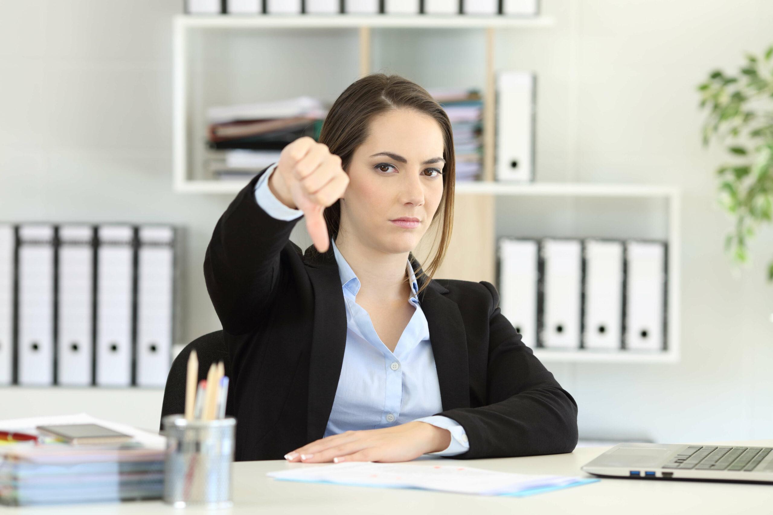Warum nehmen wir Kritik von weiblichen Chefs schlechter an?