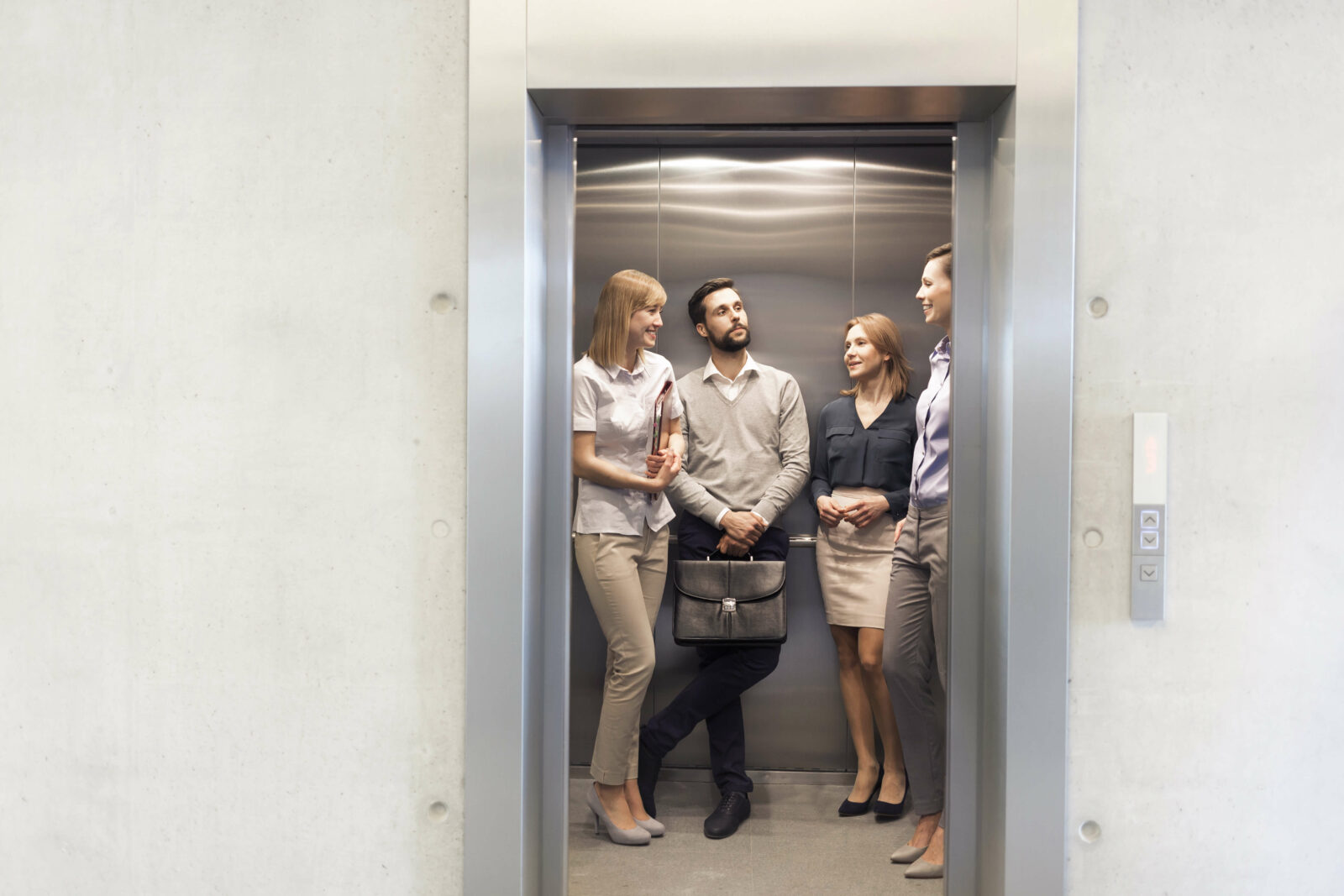 Business-Knigge: 5 Tipps für das Verhalten im Aufzug