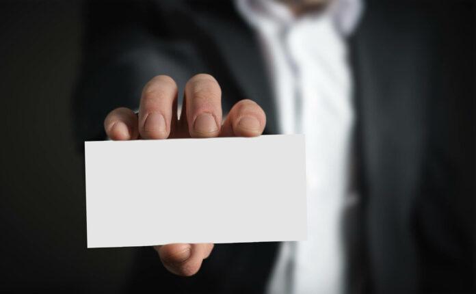 Business-Knigge: Der richtige Umgang mit Visitenkarten