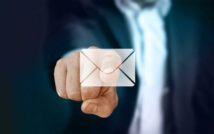 Business-Knigge: E-Mails schreiben ohne Fauxpas