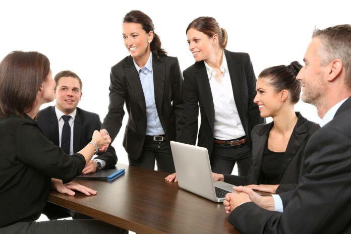 Business-Knigge: Neu im Unternehmen - Wie verhalte ich mich?
