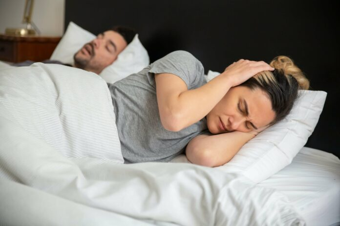 Was hilft gegen Schnarchen? Verbessere deine Schlafqualität!